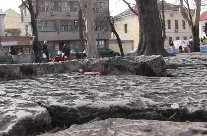 kamene-ploce-pijaca