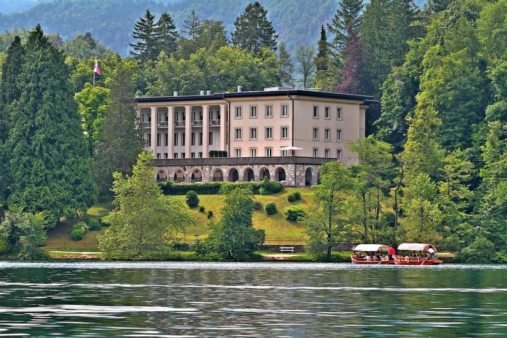 Foto: Pogled na vilu Bled sa jezera